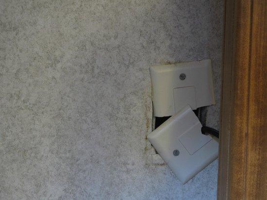 The Steamboat Hotel: broken electric socket
