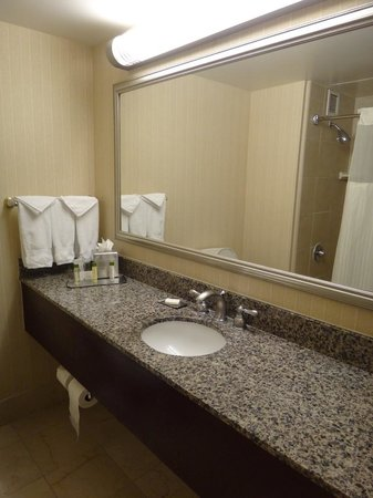 Doubletree by Hilton Hotel Los Angeles - Commerce: Bathroom