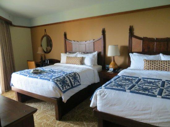 Aulani, a Disney Resort & Spa : Second bedroom with balcony