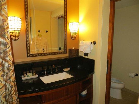 Aulani, a Disney Resort & Spa : Second bedroom's bathroom