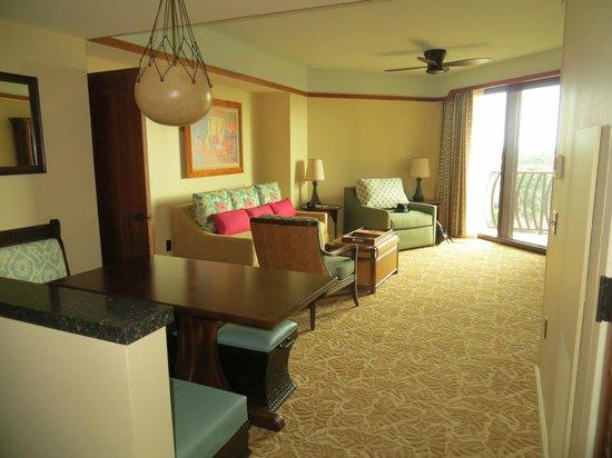 Aulani, a Disney Resort & Spa : Main living area with balcony