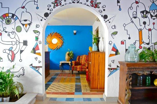 Villa Mercedes Petit Hotel: Entrada recepción