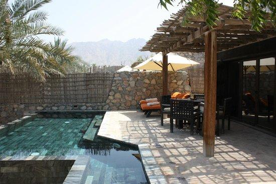 Zighy Bay, Oman: Transats et piscine