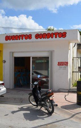 Burritos Gorditos: store front on 5a Norte, across the street from Kintas