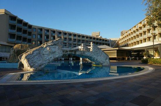 Aminess Maestral Hotel: vista dalla piscina