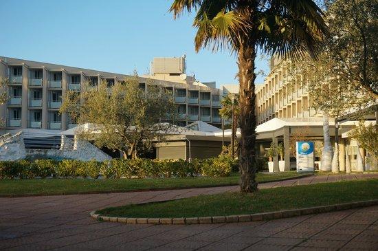 Aminess Maestral Hotel: vista dal giardino