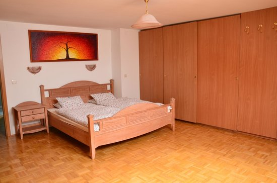 Vila Cvetka Apartments: Spacious bedroom