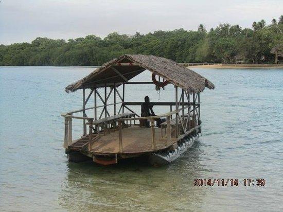 Oyster Island Resort: Barge
