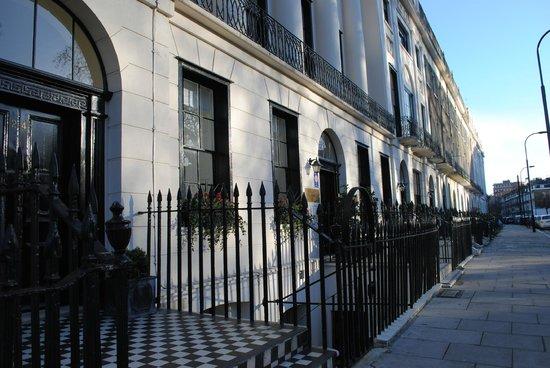 Goodenough Club: Hôtel vue de la rue