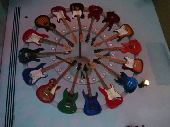 Hard Rock Cafe: Guitar Lighting in the lobby