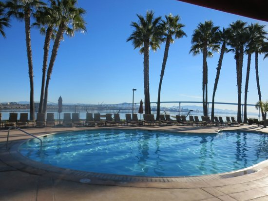 Coronado Island Marriott Resort & Spa: pool overlooks bay