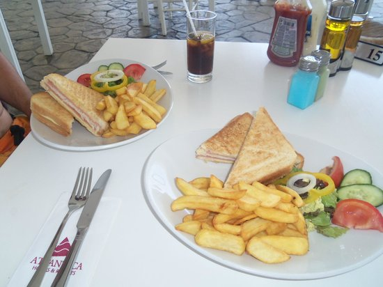 Atlantica Bay Hotel: Beach dinner