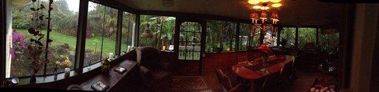 Coconut Cottage Bed & Breakfast : Breakfast Lanai