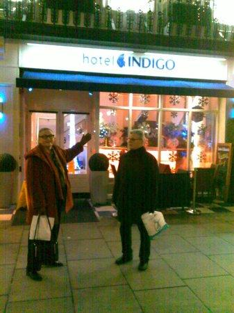 Hotel Indigo London-Paddington: Мы возле отеля