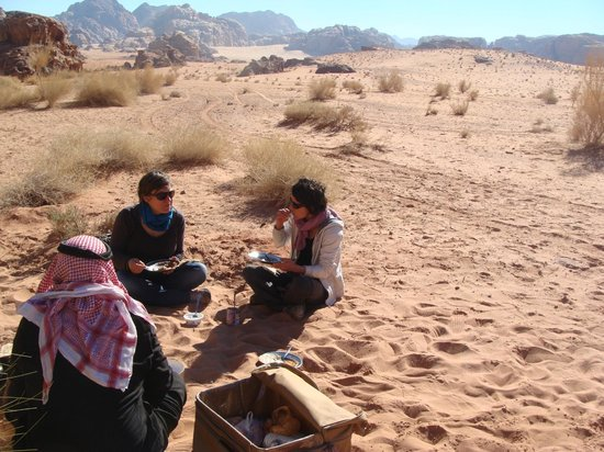 Wadi Rum Travel Camp: Lunch in the desert