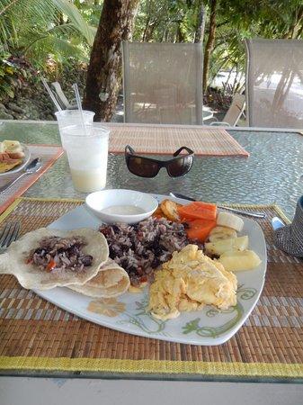 Tulemar Bungalows & Villas: Breakfast- Costa Rican style