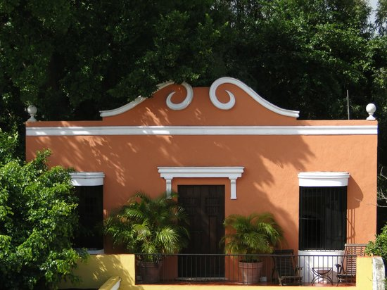 Hotel Hacienda VIP : The building on the back end of the property