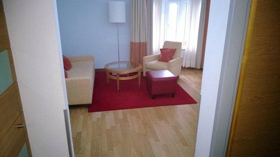 Hilton Cologne : Suite setting area