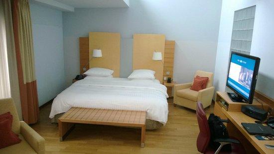 Hilton Cologne : Suite bed