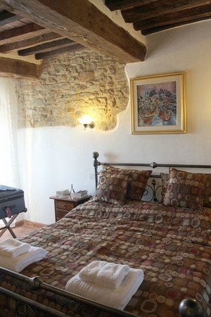 Villa Toscana La Mucchia: #5 Bedroom - loved the exposed stone wall and beams