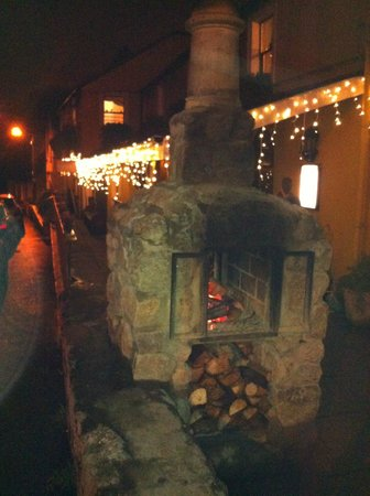 Anglers Rest : Lovely fire & outdoor area