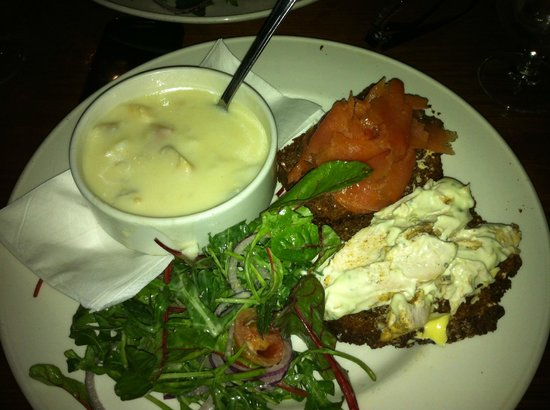 Anglers Rest: Yummy chowder with open sandwiches