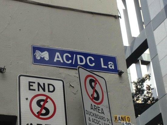 Melbourne By Foot: AC/DC laneway