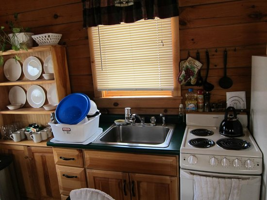 Finger Lakes Mill Creek Cabins: Great kitchen!