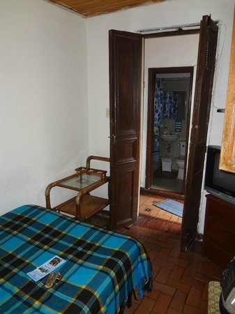 Hostal Sue Candelaria: Directly across from the bathroom