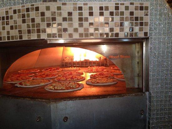 Danano's Pizzeria: Wood stone pizza
