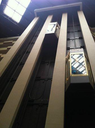 Embassy Suites by Hilton Atlanta - Galleria: Elevators