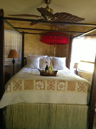 Coconut Cottage Bed & Breakfast : The Bali Suite with custom wine and chocolate basket