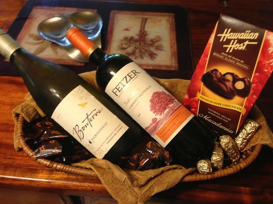 Coconut Cottage Bed & Breakfast: Wine Baskets custom to order anytime!