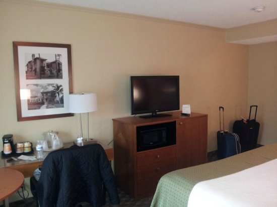 Holiday Inn Coral Gables - University: TV/Desk