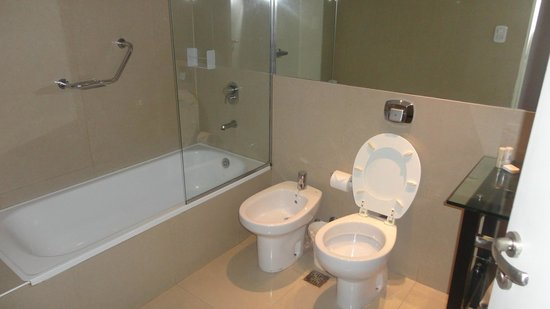 Dazzler Maipu: Banheiro