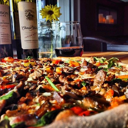 Camille's Wood Fired Pizza: veggie pie