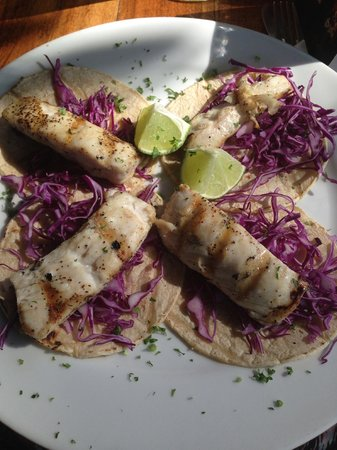 El Patio de Cafe Milagro - Manuel Antonio : Fish Tacos