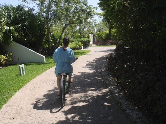 Rosewood Mayakoba: Cycling around the grounds
