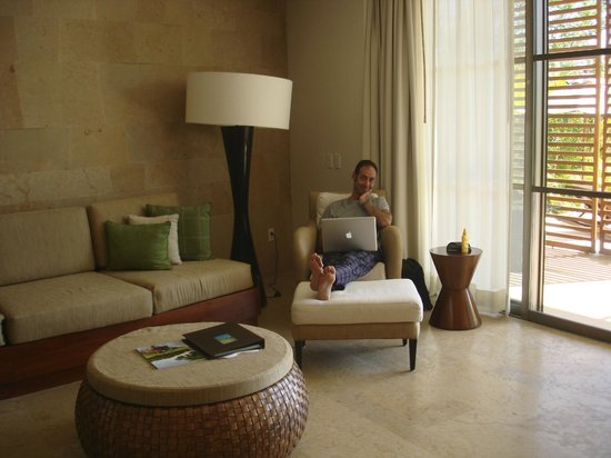 Rosewood Mayakoba: husband checking email…free wifi!