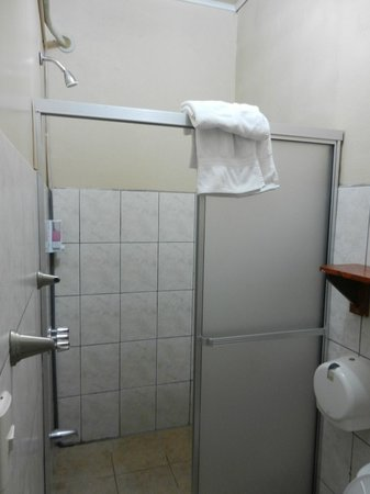 Hotel Las Colinas: Bathroom