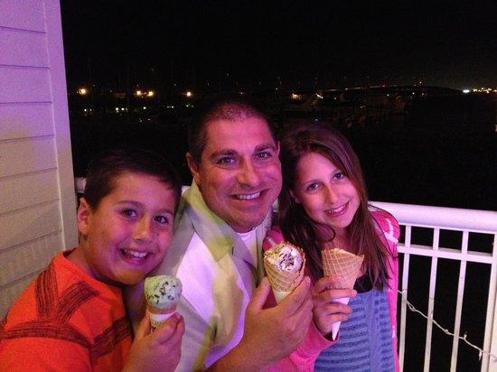 Harborwalk Scoops & Bites Ice Cream : Good times!