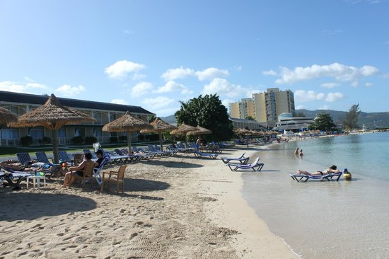 Sunscape Splash Montego Bay : The West wing is off to the left, the towers surround the lobby. One of three beaches.