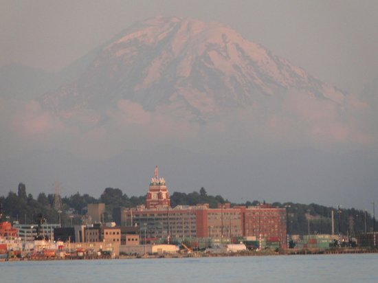 Emerald City Charters: Great view of Mount Rainier