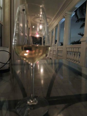 The Pillars Hotel Fort Lauderdale: wine on veranda