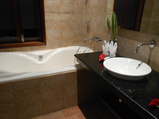 Le Duc de Praslin : bagno honeymoon suite