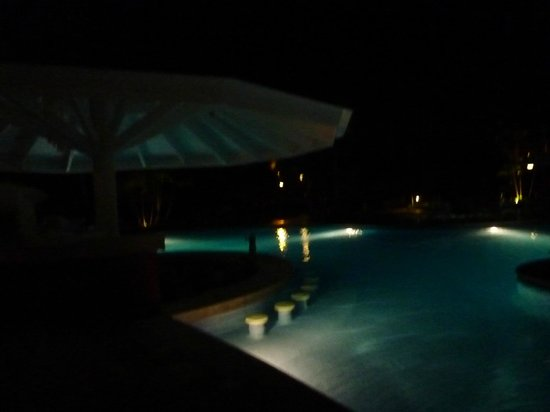 Grand Bahia Principe La Romana: pool bar at night