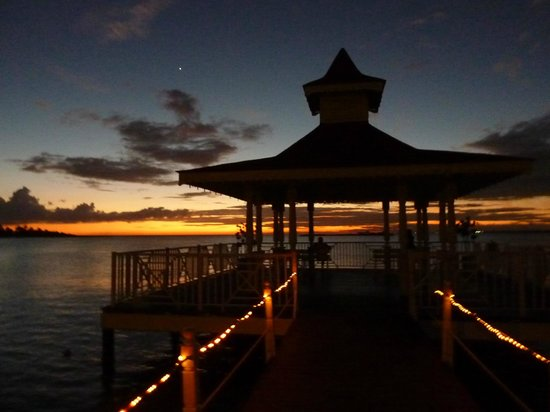 Grand Bahia Principe La Romana: Gazebo at night