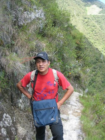 Machu Travel Peru Day Tours: Guide Hernan Hermoza