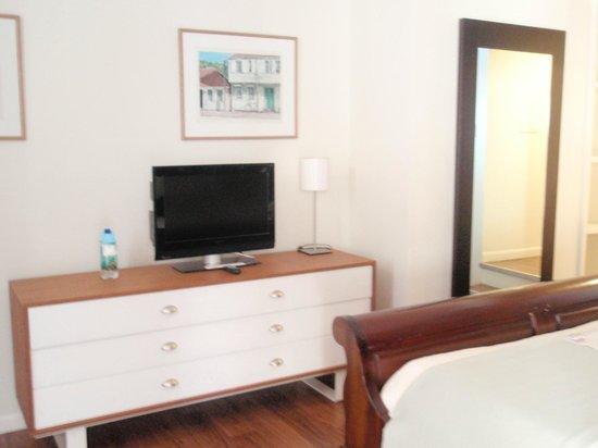 Holland House Beach Hotel : Bedroom
