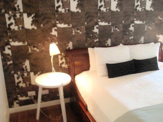 Holland House Beach Hotel : Bedroom wall deco